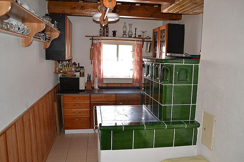 Interiér prednej drevenice kuchyňa
