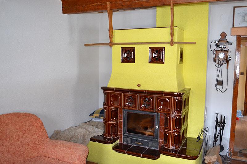 Interiér prednej drevenice obývacia izba