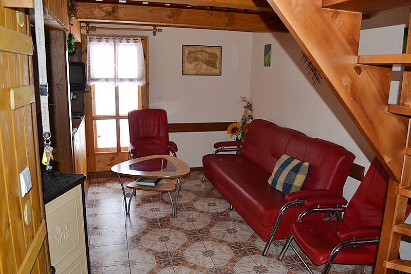 Zadná drevenica interiér obývacia izba