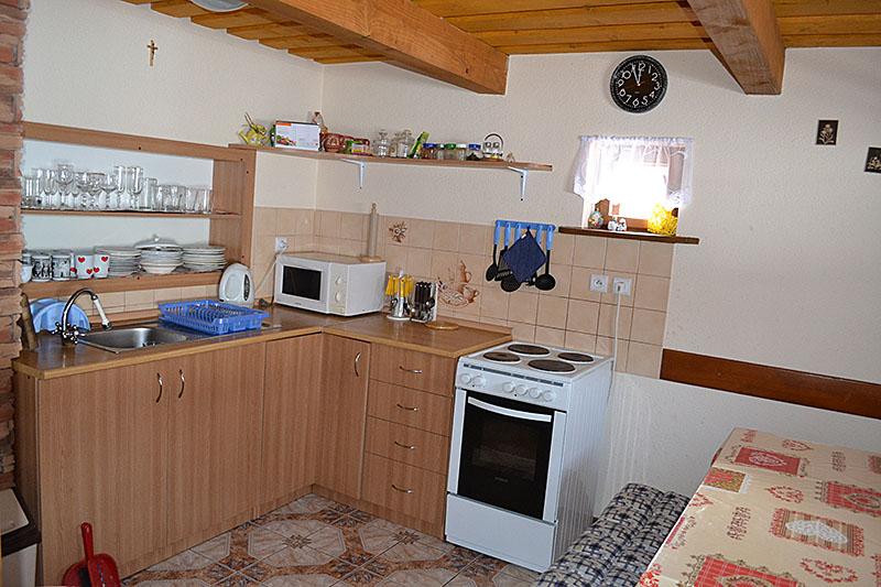 Zadná drevenica interiér kuchyńa
